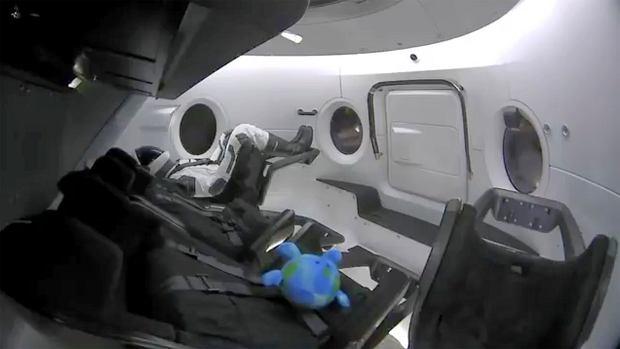 z24511929Q,SpaceQ-Crew-Capsule.jpg