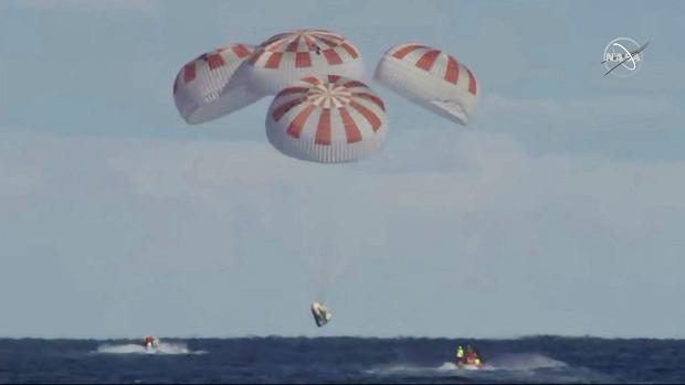 z24530955Q,Kapsula-SpaceQ-Crew-Dragon-wy