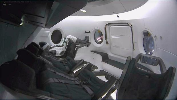 z24509240Q,SpaceQ-Crew-Capsule.jpg