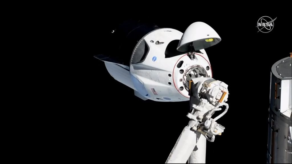 z24511951IH,Crew-Dragon-dokuje-do-ISS.jp