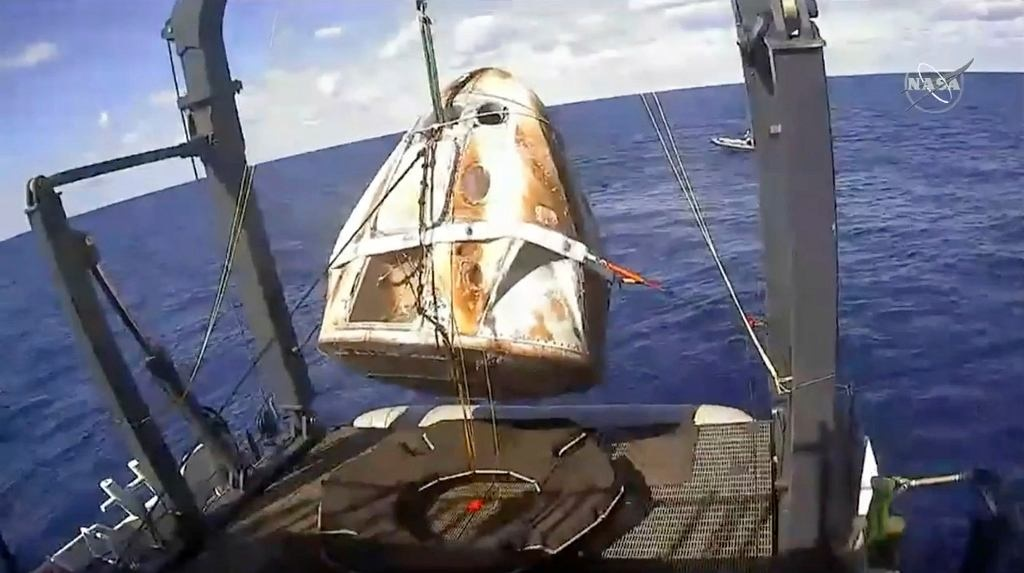 z24530956IH,Kapsula-SpaceX-Crew-Dragon-w