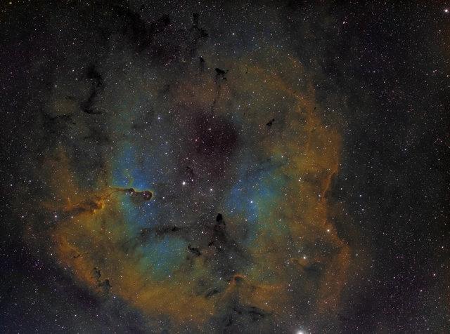 Obszar TR37 i ciemne mgławice