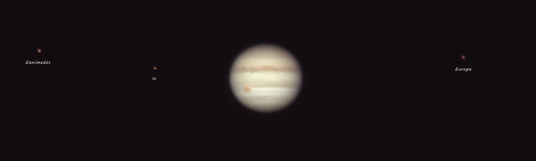 Jupiter0003_g4_ap190registax_moons.jpg
