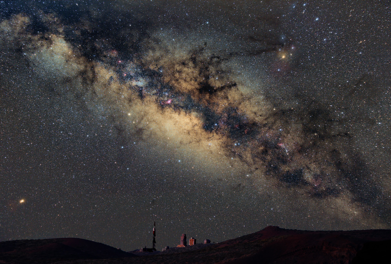 Milky_Way_above_observatory_20180610 ver7-kopia.jpg