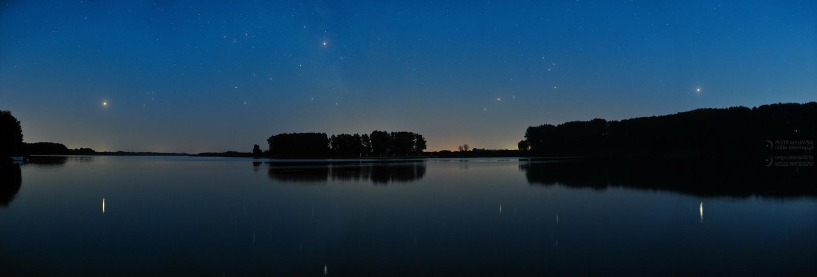 2018-08-01_Evening_planets_panorama_Goplo_lake_web_a.jpg