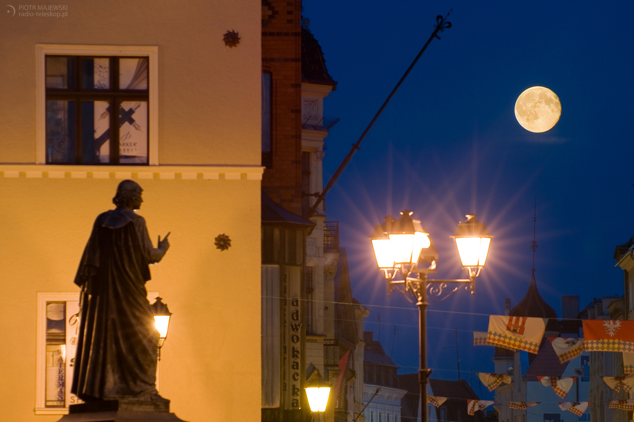 2010-09-24_Copernicus_vs_Moon_web_Piotr Majewski.jpg