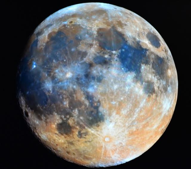 kolorowy Księżyc 02.1.jpg