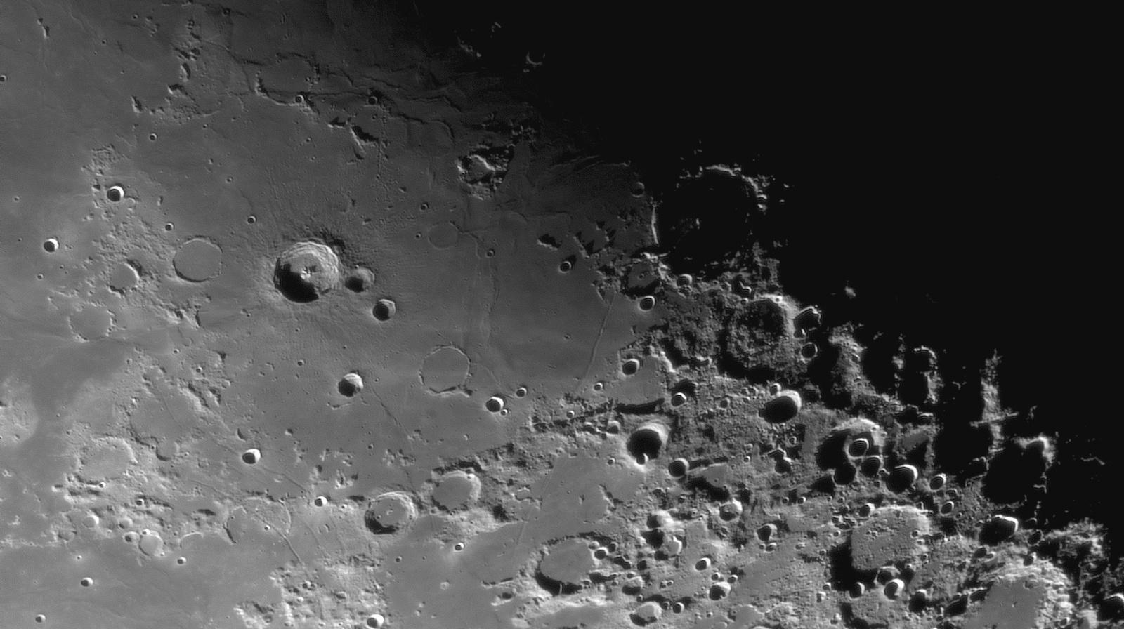 Bullialdus,Pitatus,Hesiodus,Hippalus Rille_24.08.2019r_03.55_TS152F2270_ASI290MM_Halpha 35nm_105%....jpg