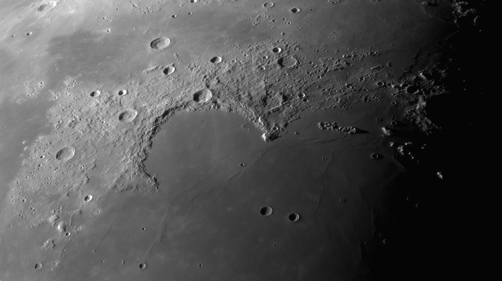 Sinus Iridum, Montes Jura, Gruithuisen domes_24.08.2019r_03.47_TS152F2270_ASI290MM_Halpha 35nm_105%....jpg