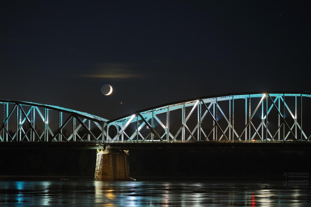 2019-10-31_Moon-Jupiter_Vistula bridge.jpg
