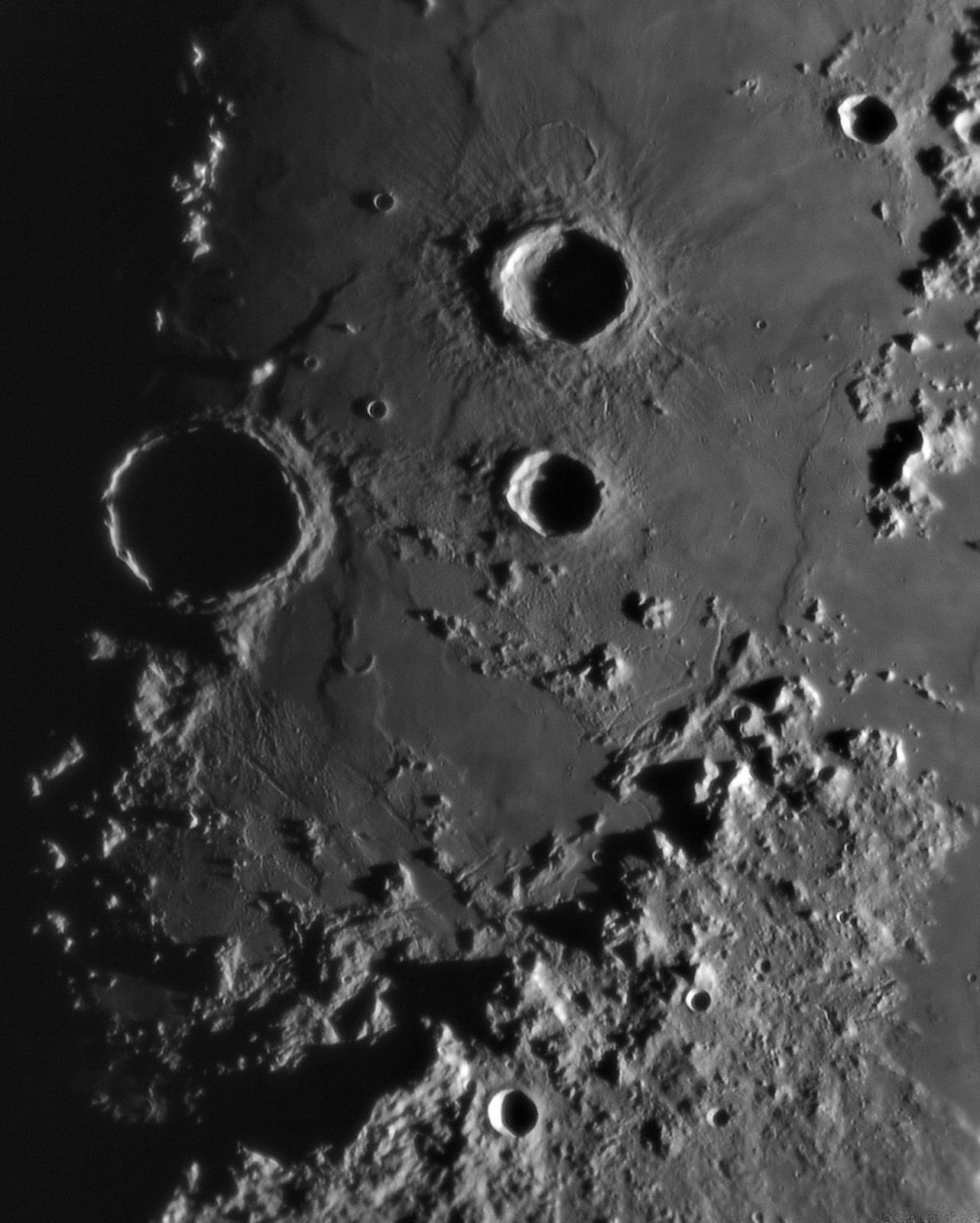 Moon 20191204_193802_g4_ap598_conv pop.jpg