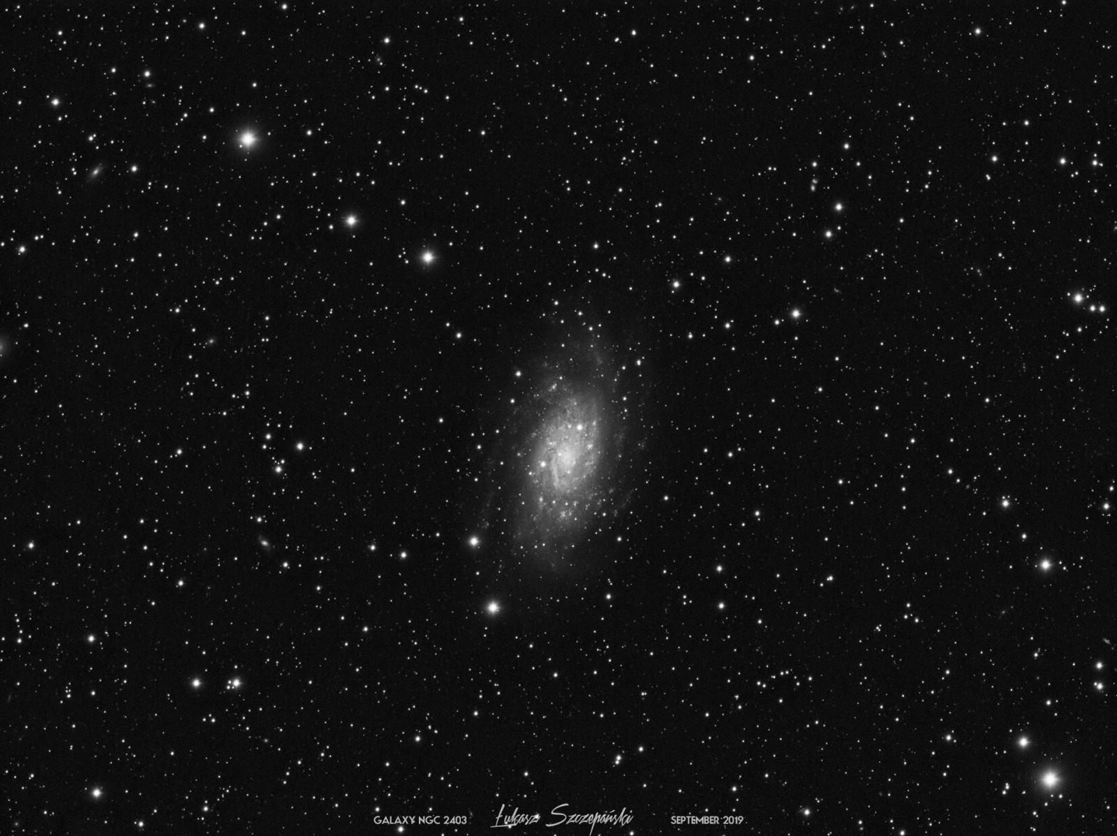 NGC2403_nie_zaglądaj_Tayson_nic_tu_ciekawego_nie_ma_1920px.jpg