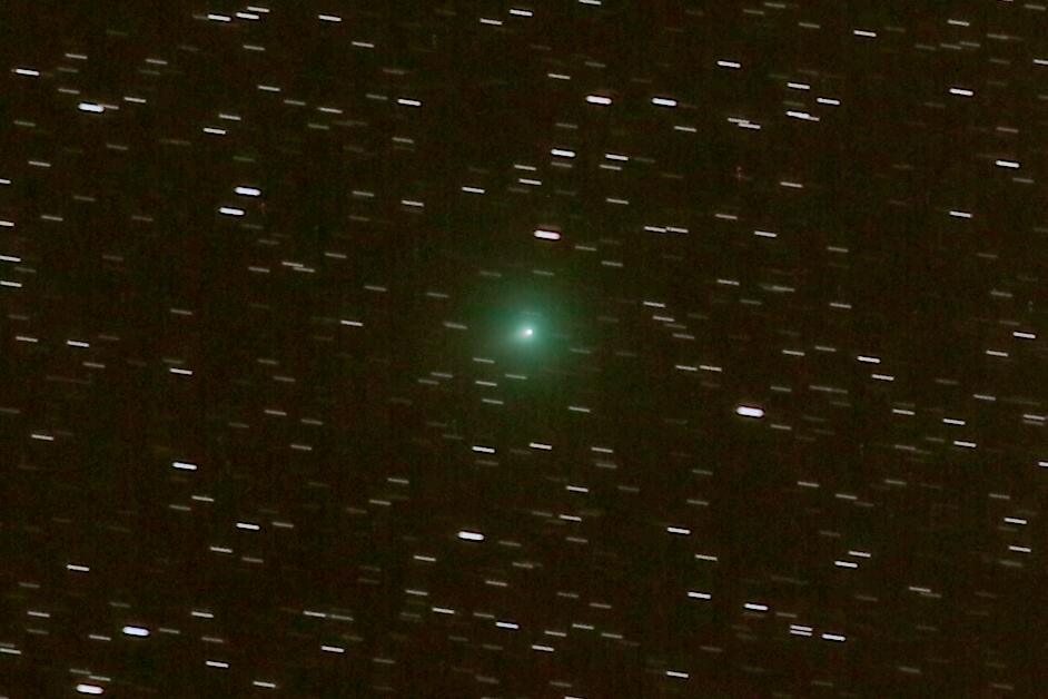 Kometa C2019 Y4 stack na kometę pop crop 2.png