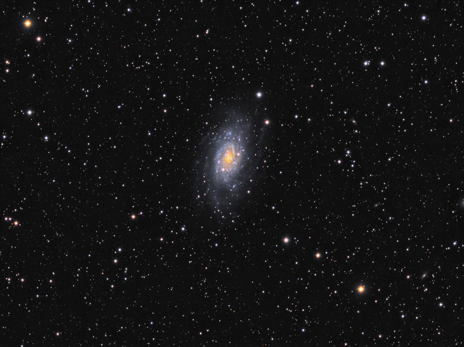 !Final_NGC2403_LRGB_FIXbckgr_v1_noMagenta_1920px.jpg