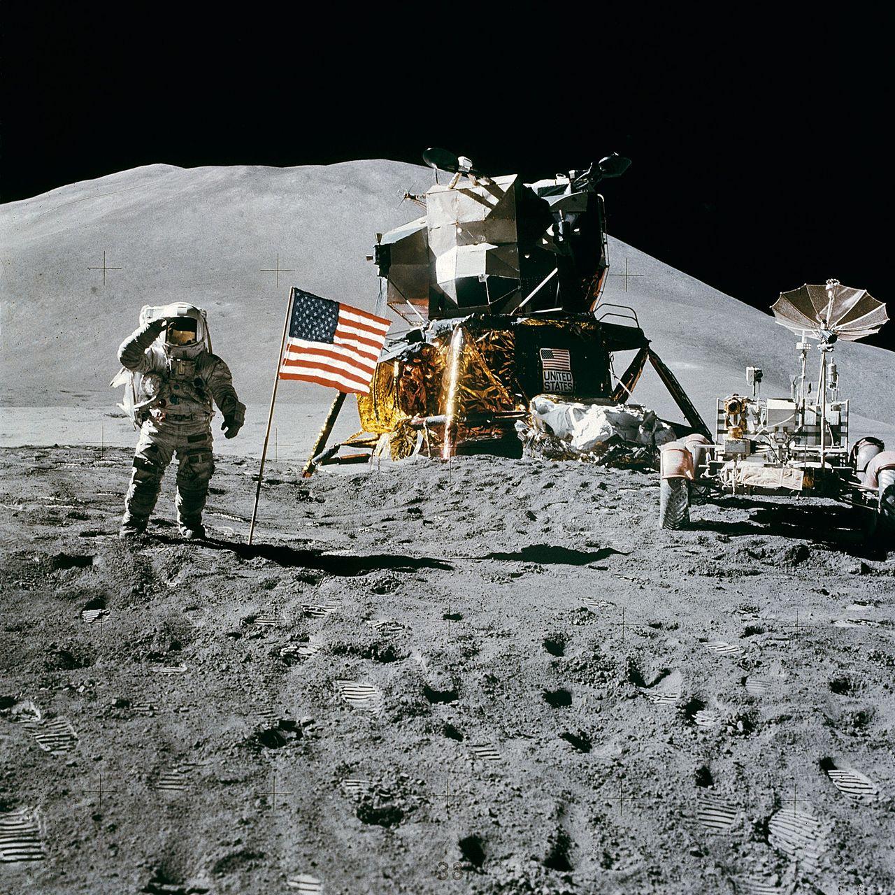 1280px-Apollo_15_flag,_rover,_LM,_Irwin.jpg