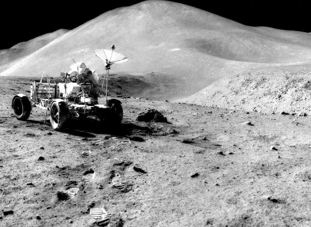 Apollo_15_Scott_LRV_Hadley_Delta_and_St'_George.jpg