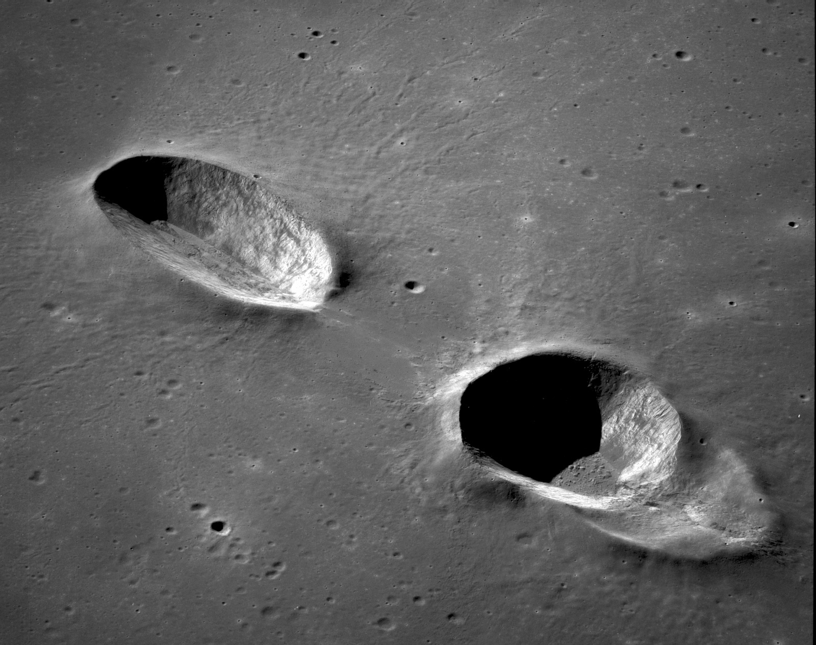 560803430_AS11-42-6305_Messier_and_Messier_A_craters_Moon.jpg.e21f634c3d63e91bba2a9351ae73df51.jpg