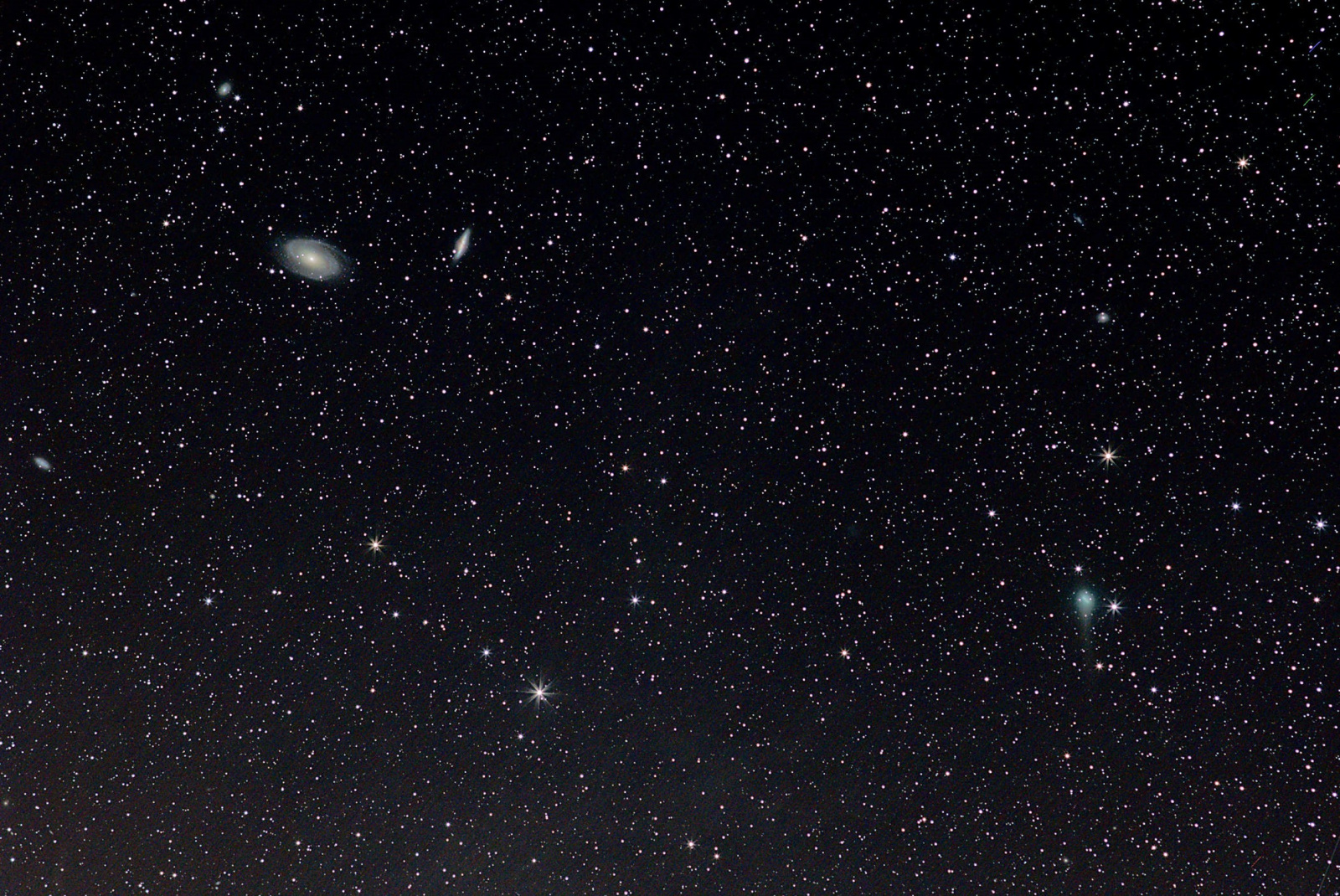 Kometa C2017 T2 Panstarrs 20200519 na gwiazdy pop crop.jpg