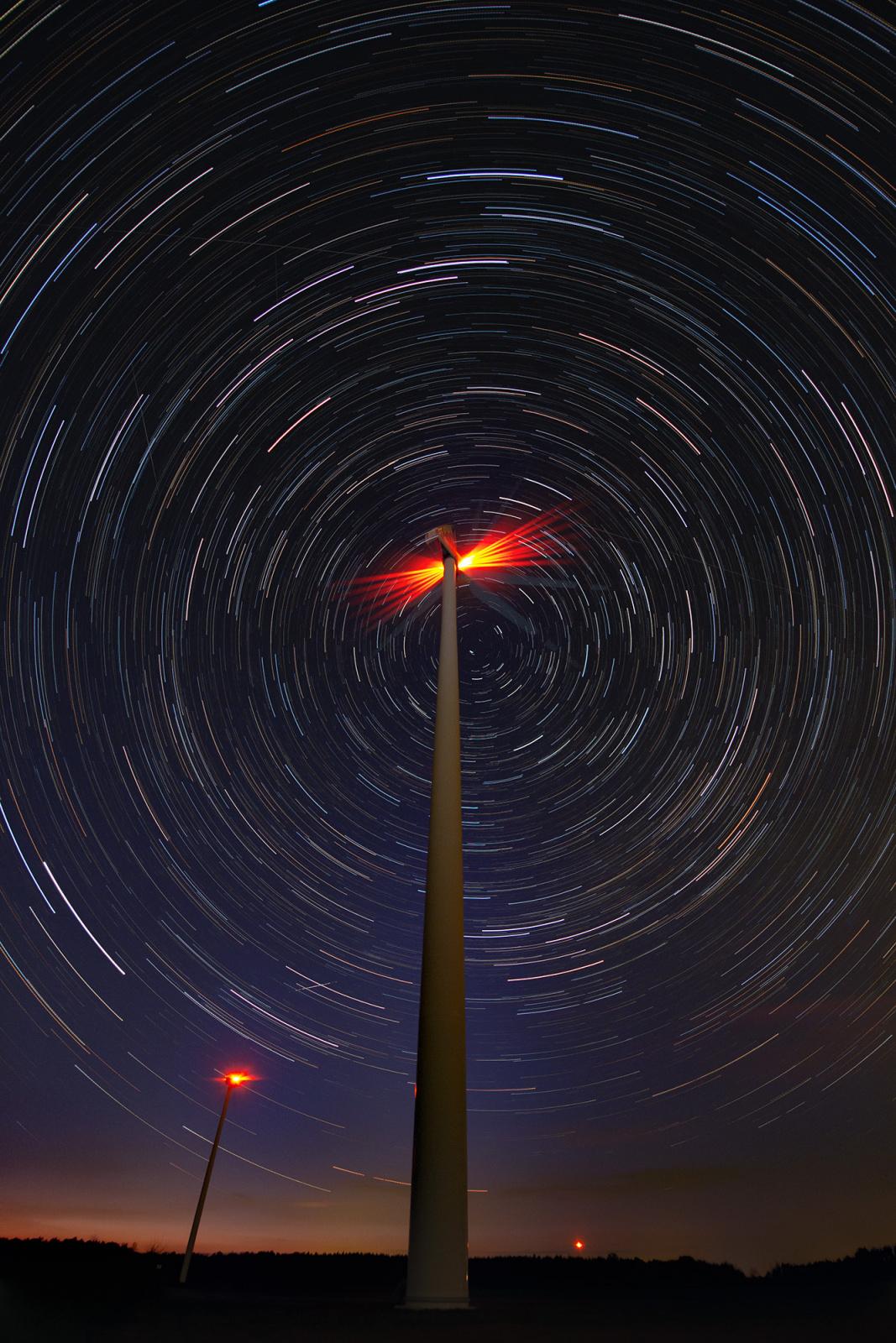 Startrail_windmill_vert_seq_HDRon_AUTOBRon_2000px.jpg