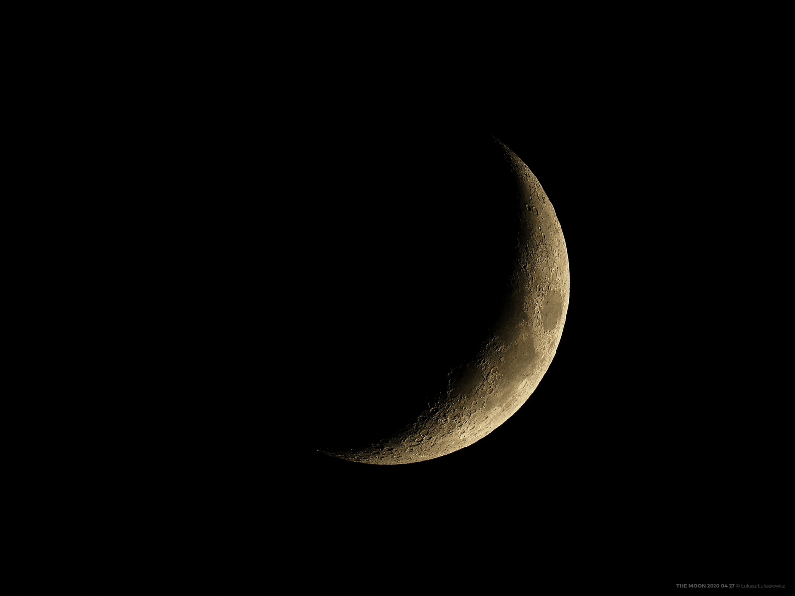 THE-MOON-2020-04-27.thumb.jpg.da3b325137df46a358174b0052308bef.jpg