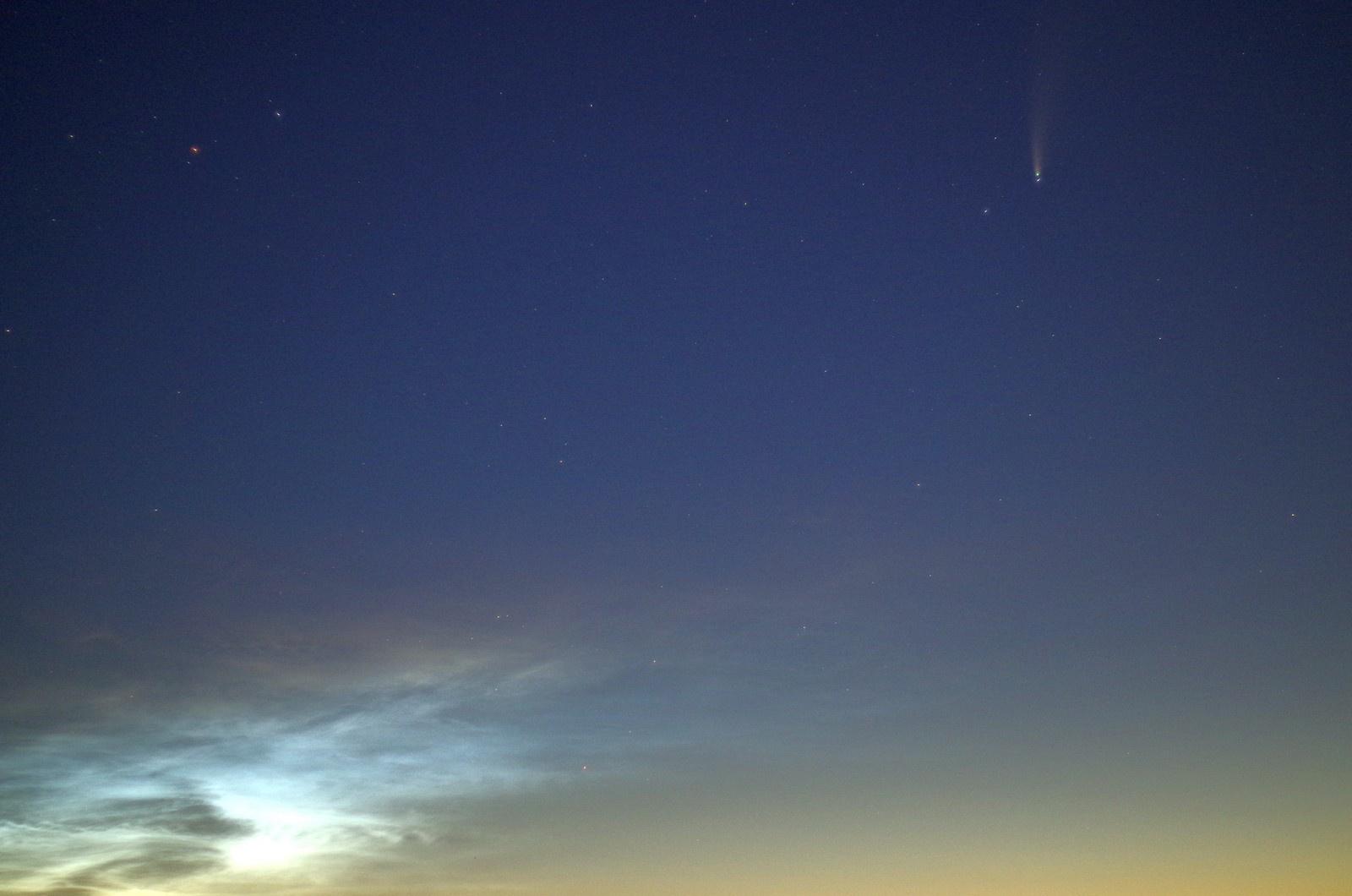 obłoki sprebrzyste i kometa08.jpg