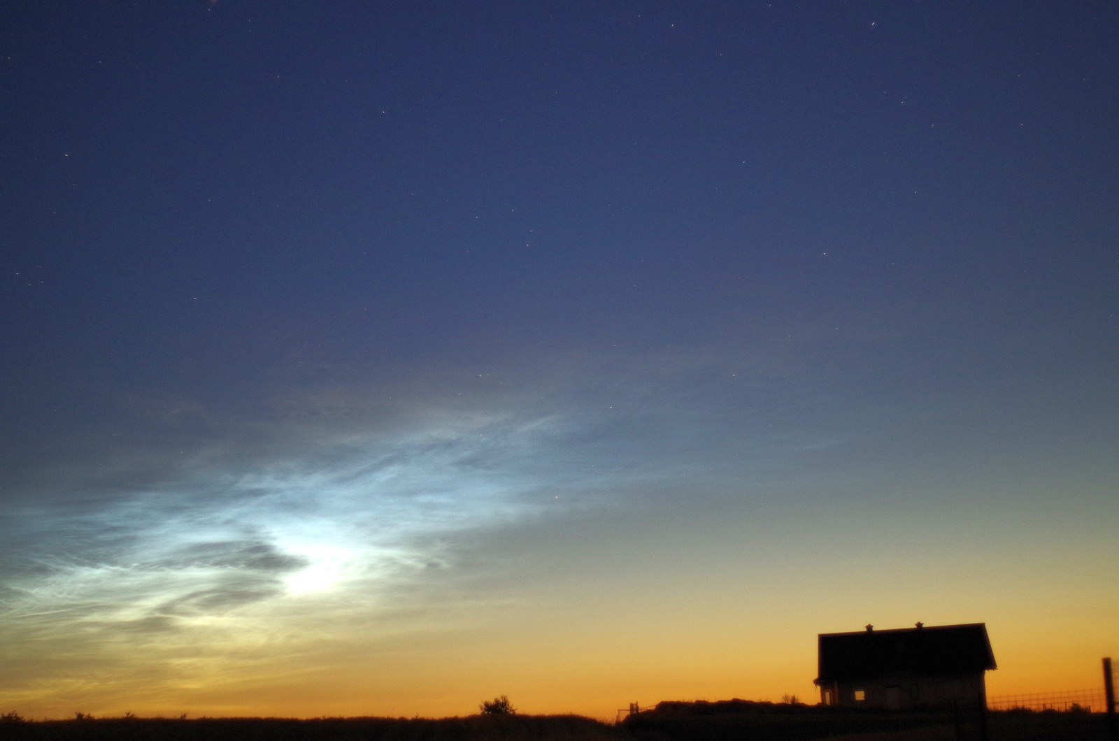 obłoki sprebrzyste i kometa07.jpg