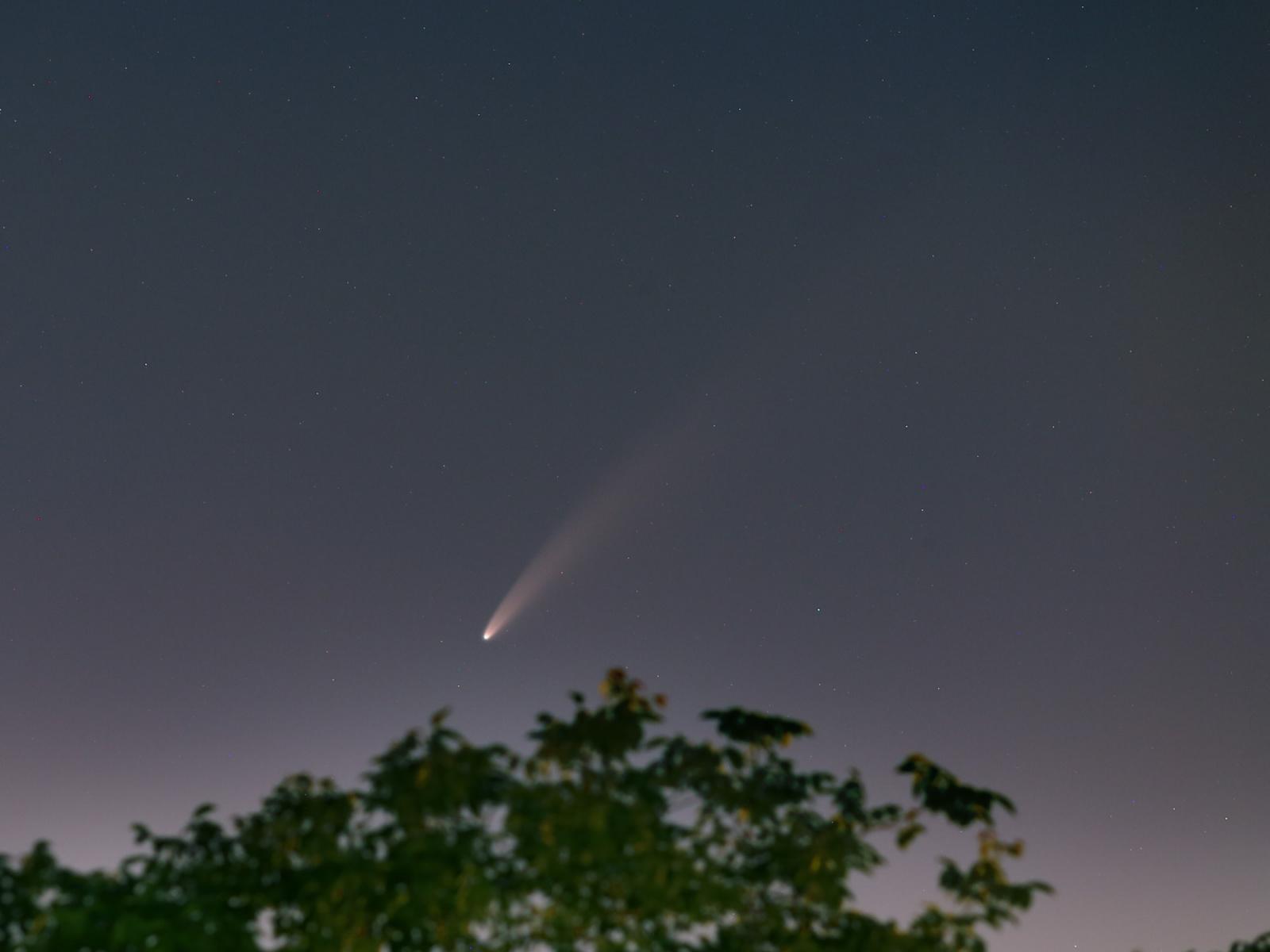 Kometa_F3Neowise_20200713_2235_200mm_f3.5_5s.jpg