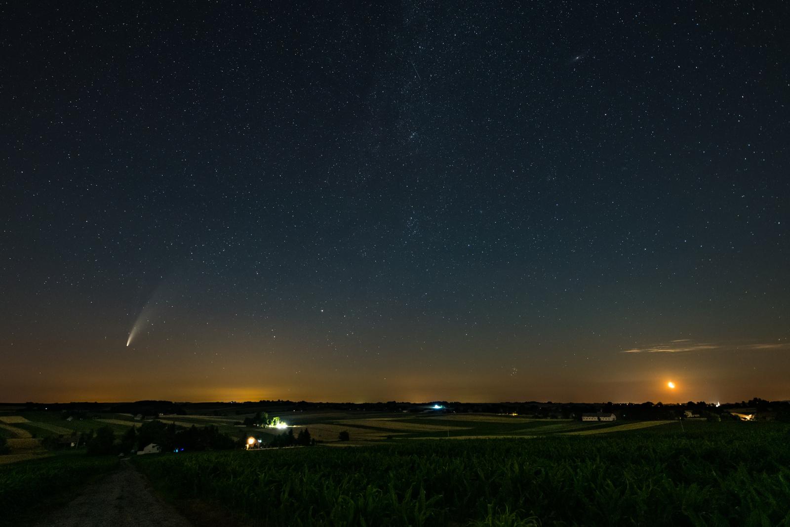 NEOWISE-D850-14mm-f2.8-ISO1600-10s.thumb.jpg.cf470f90a4276279e27f3ed117e572df.jpg