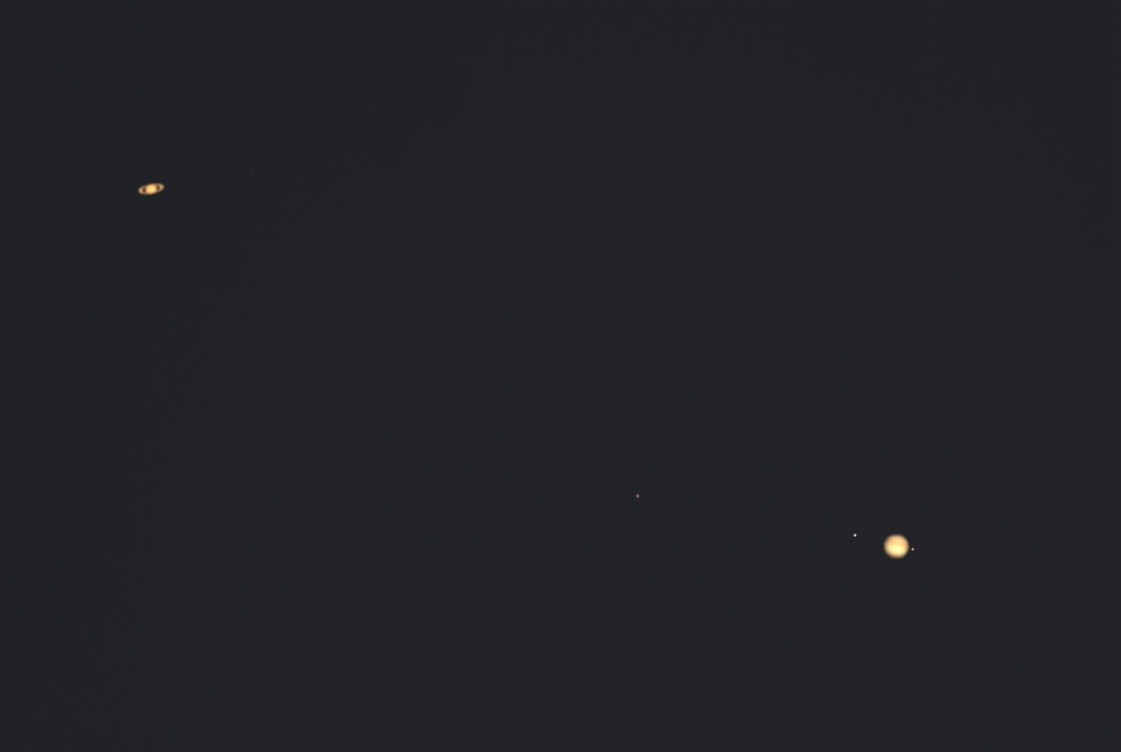 647150277_xxxKoniunkcjaJowisz-Saturn22arcminut18_12.2020r_16.35_MAK150F1800_LumixG3_UV_IR.cut_60....thumb.jpg.64430b20b7fb5c51a65027ffe51da107.jpg
