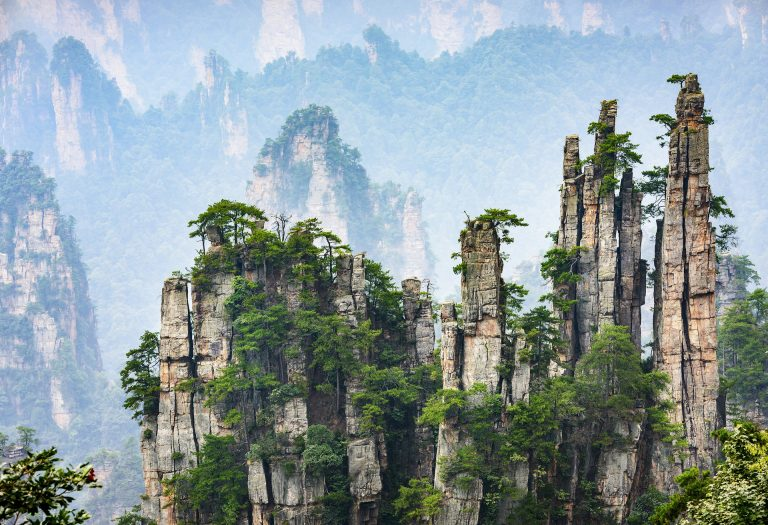 dest_china_hunan_wulingyuan_wilingyuan-park_imperial-pen-peak_gettyimages-497441362_universal_within-usage-period_34302-768x525.jpg