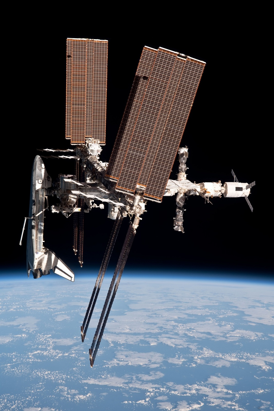 Endeavour_docked_to_ISS.jpg