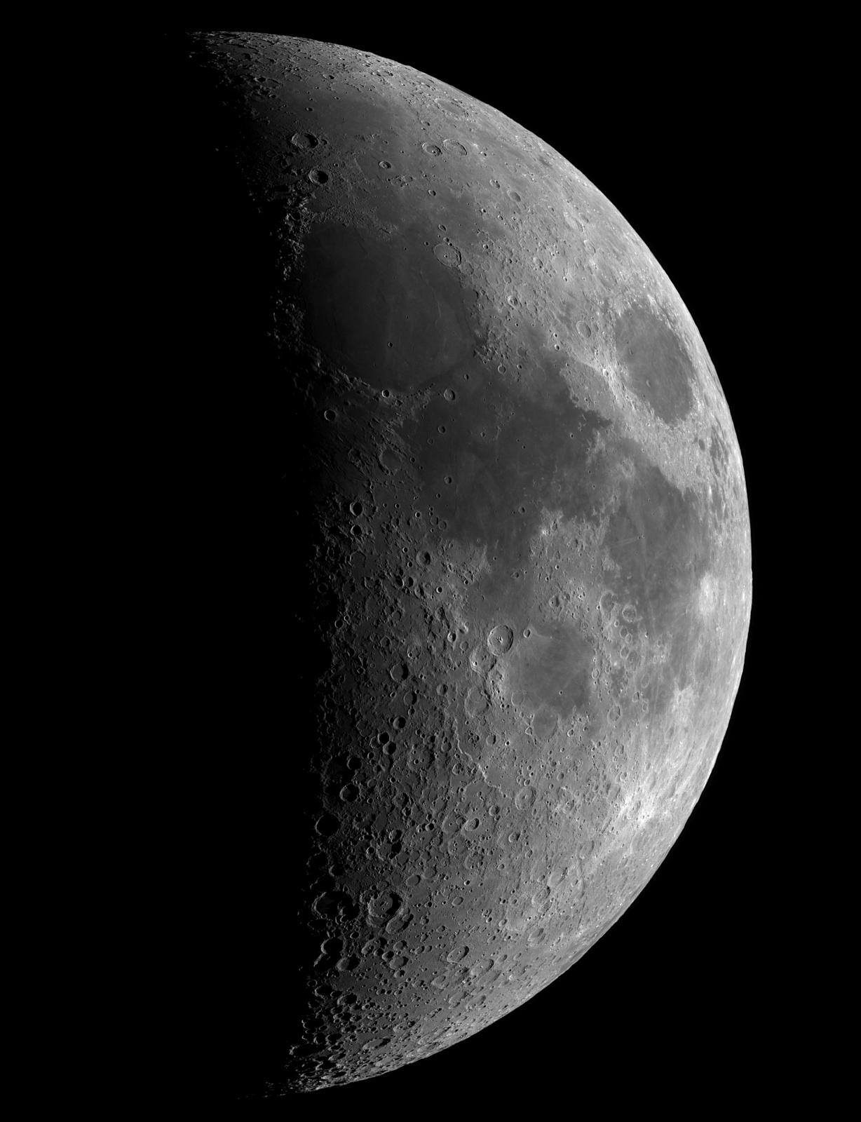 Księżyc 22h przed I kw.  20.03.2021r_18.30_TS152F900_ASI290MM_Omegon Halpha 12nm_mozaika105%....jpg