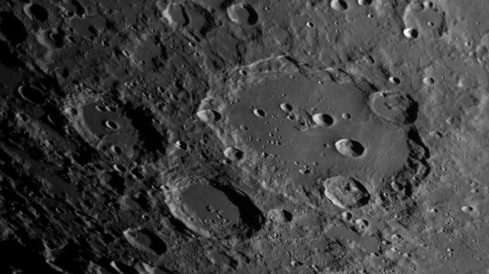 Clavius_2021-04-23T00_32_25_R.thumb.jpg.e995333a0f8fcc26768c0946dda71ffc.jpg