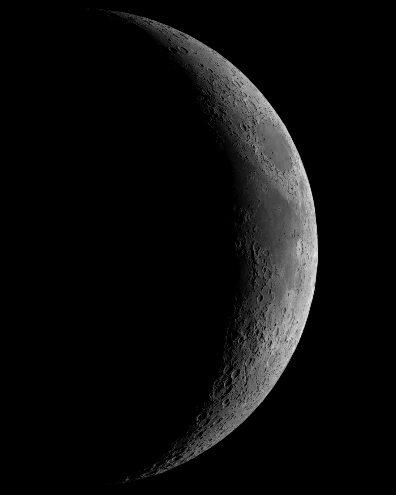 Księżyc 4d8h  14.06.2021r_TS152F900_ASI290MM_Omegon Halpha 12nm_mozaika105%....jpg
