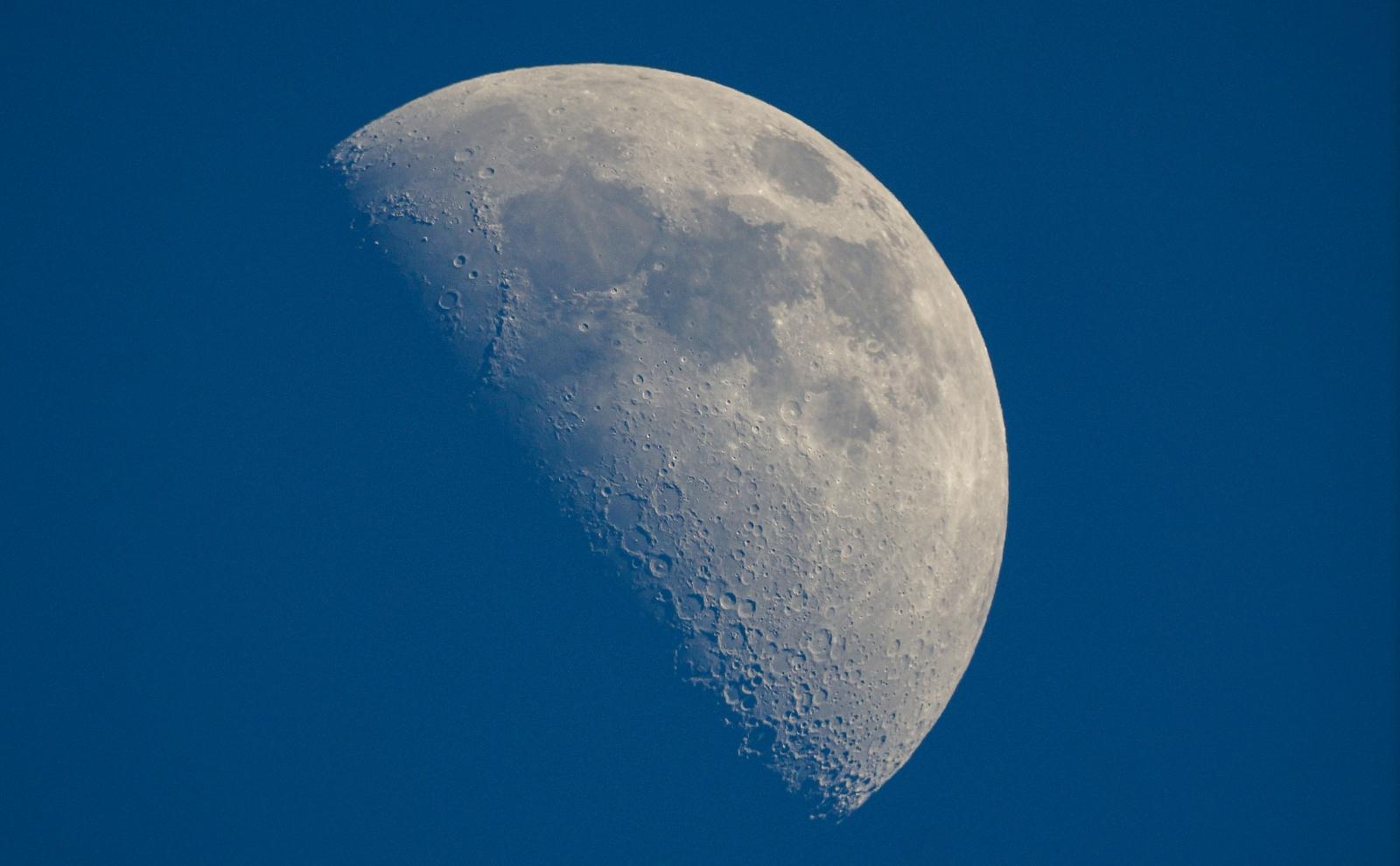moon sony nex 1 klatka.jpg