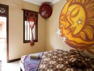 Hotel_1001_Malam_Moon_Wall_Painting_favotite6.jpg
