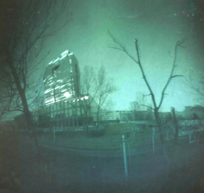 Szklany wieżowiec w Wawie.jpg