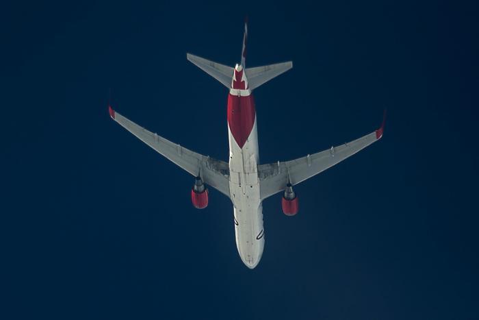air canad rouge.jpg