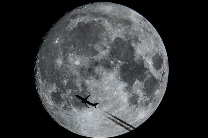 Moonshot B737 Norwegian.jpg